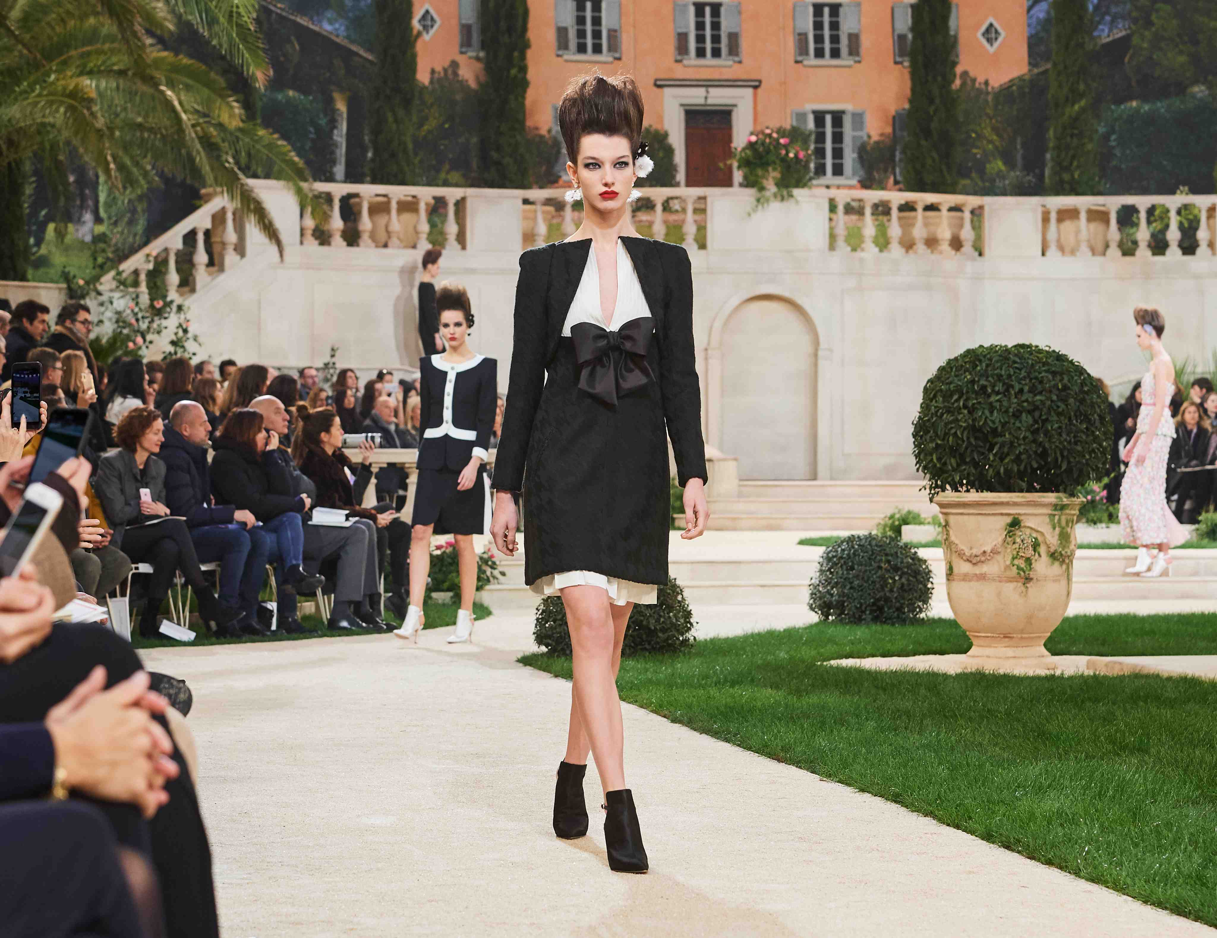 Chanel SS19 Haute Couture monochrome suit skirt with bow