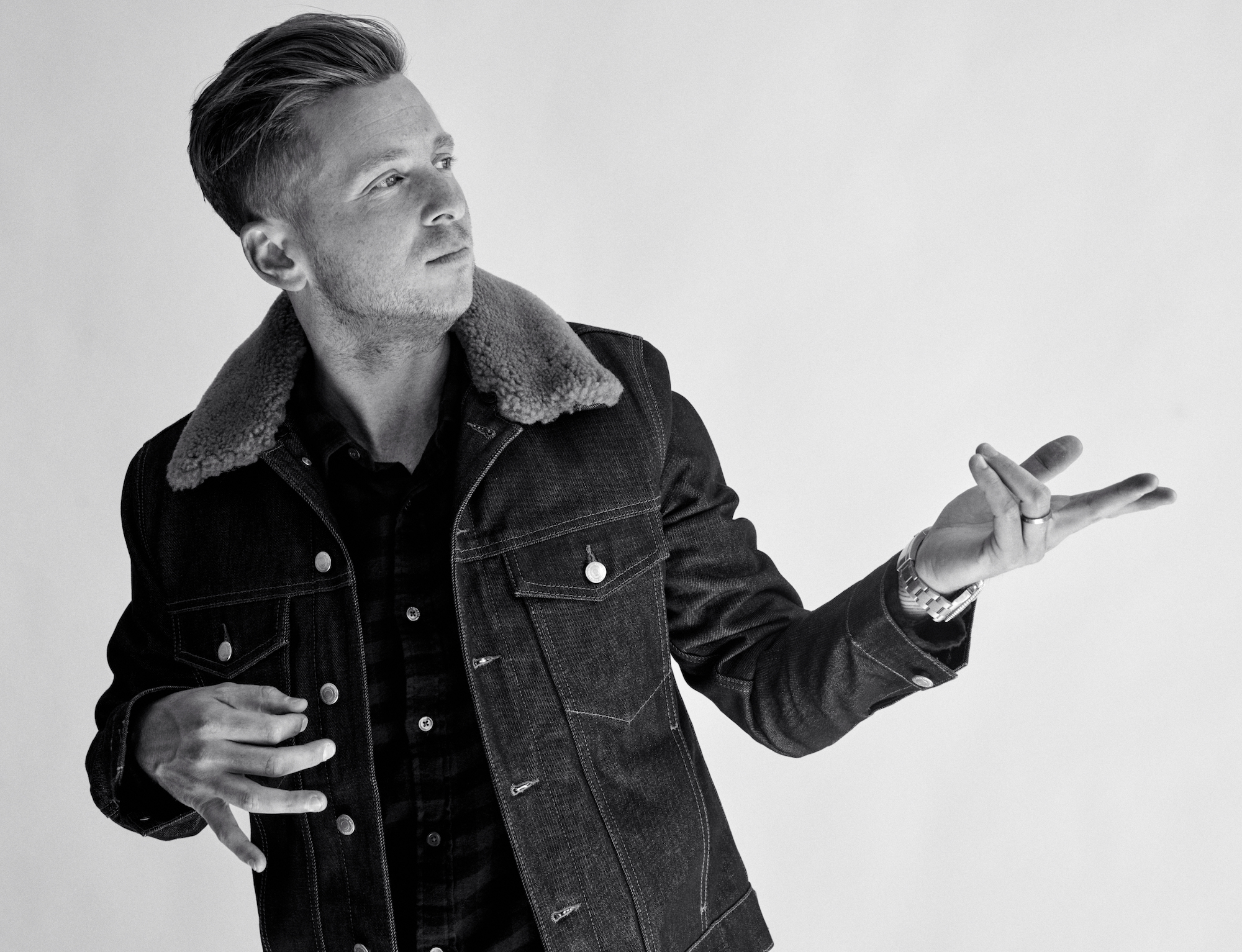 Ryan Tedder, frontman of OneRepublic, interview with Wonderland air guitar
