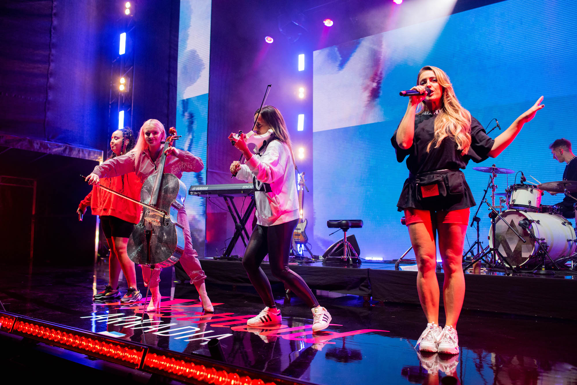 Clean Bandit host a special performance at Westfield Arkadia to thousands of fans to celebrate the arrival of Westfield in the Poland (6)