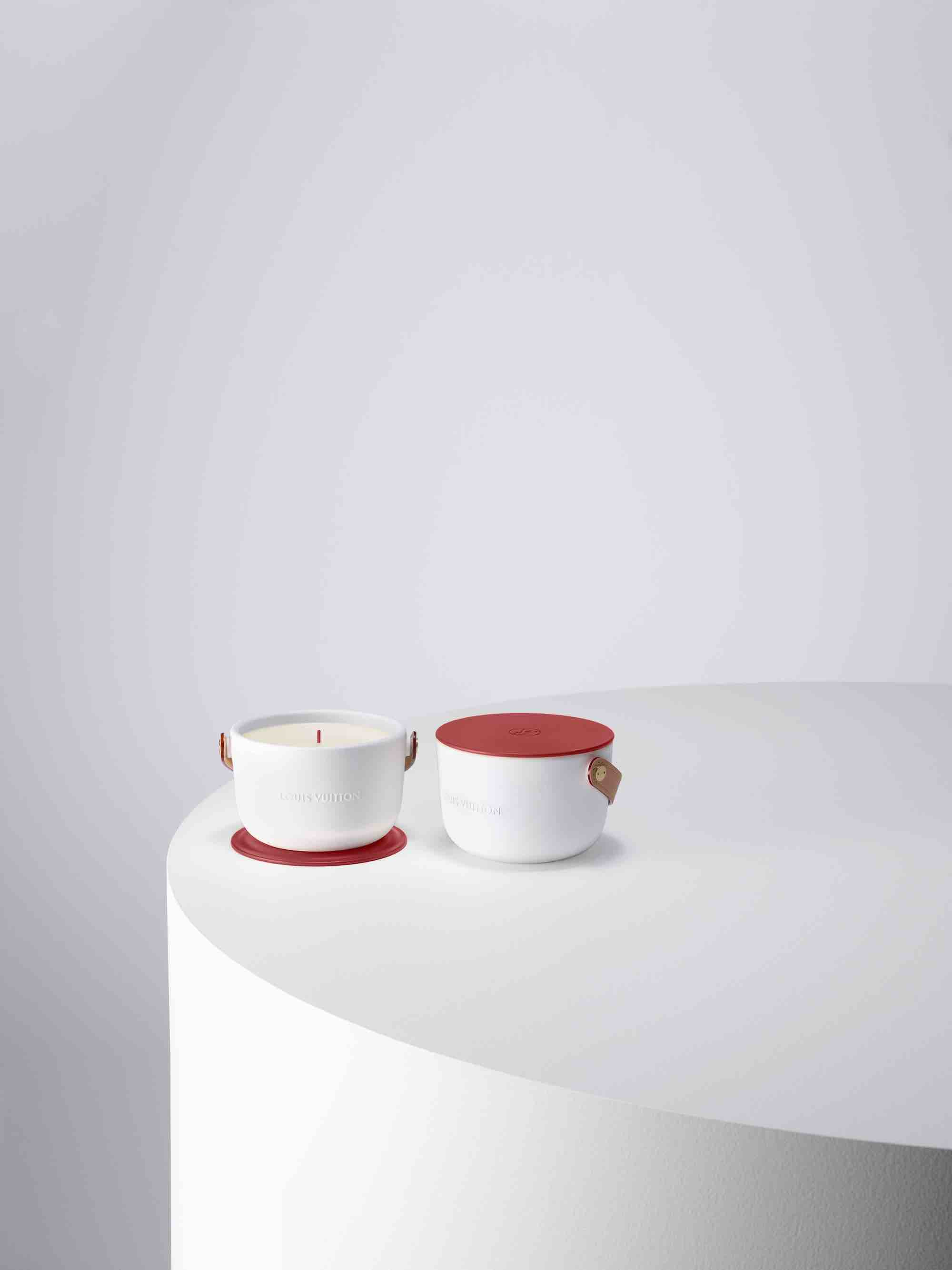 LOUIS VUITTON I (RED) CANDLE_RVB 02 table