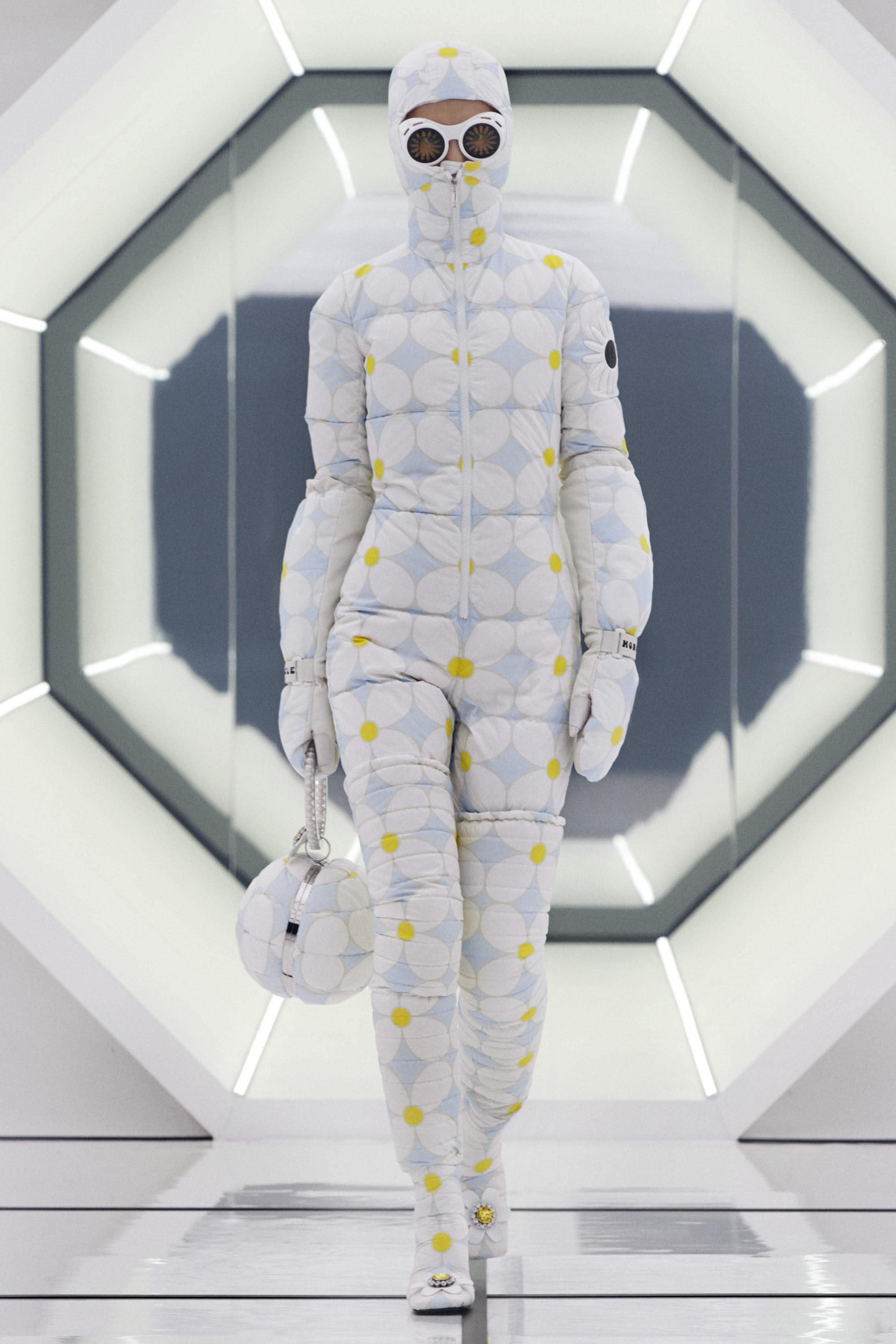 8 MONCLER RICHARD QUINN_COLLECTION IMAGES (17)