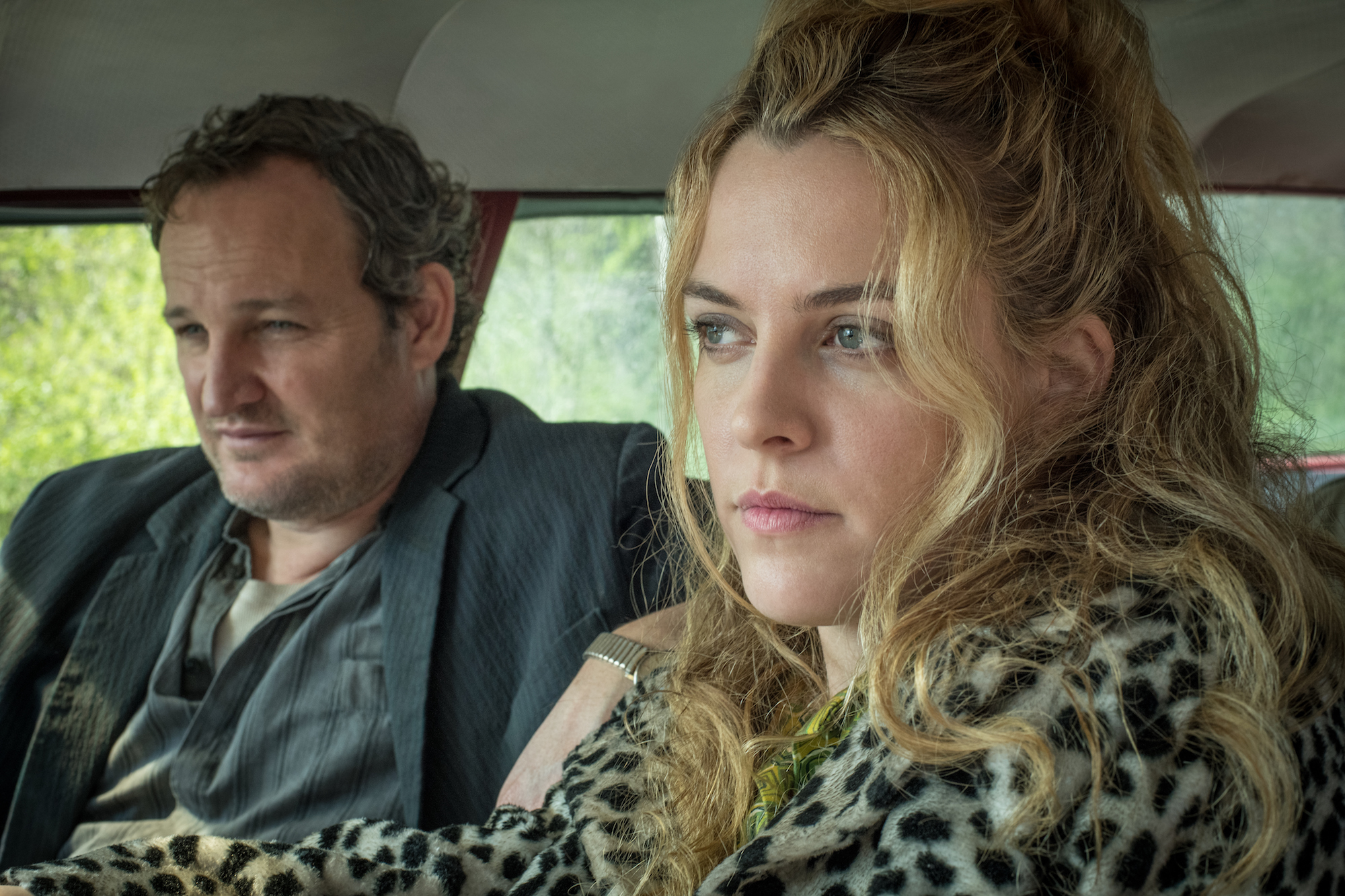 The Devil All The Time (L-R) Jason Clarke as Carl Henderson , Riley Keough as Sandy Henderson. Photo Cr. Glen Wilson/Netflix © 2020