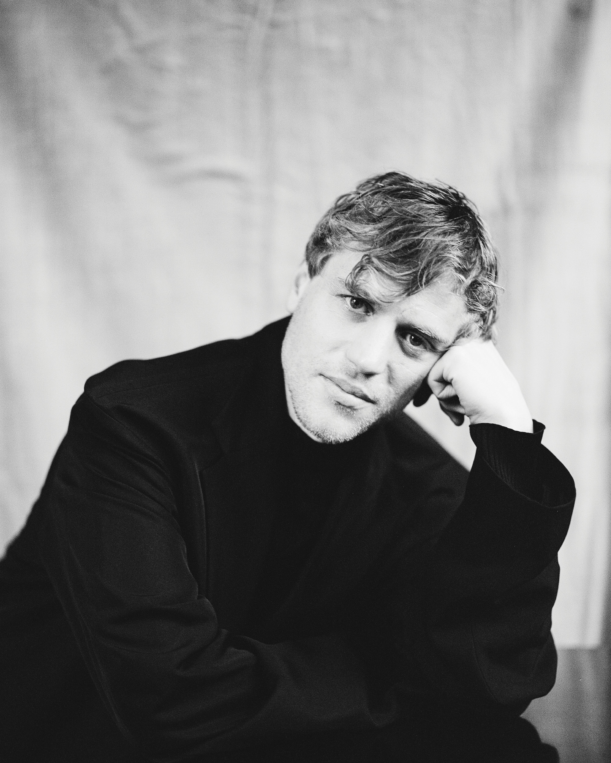 Johnny Flynn interviewed for Man About Town: 2020, Chapter I head in hands