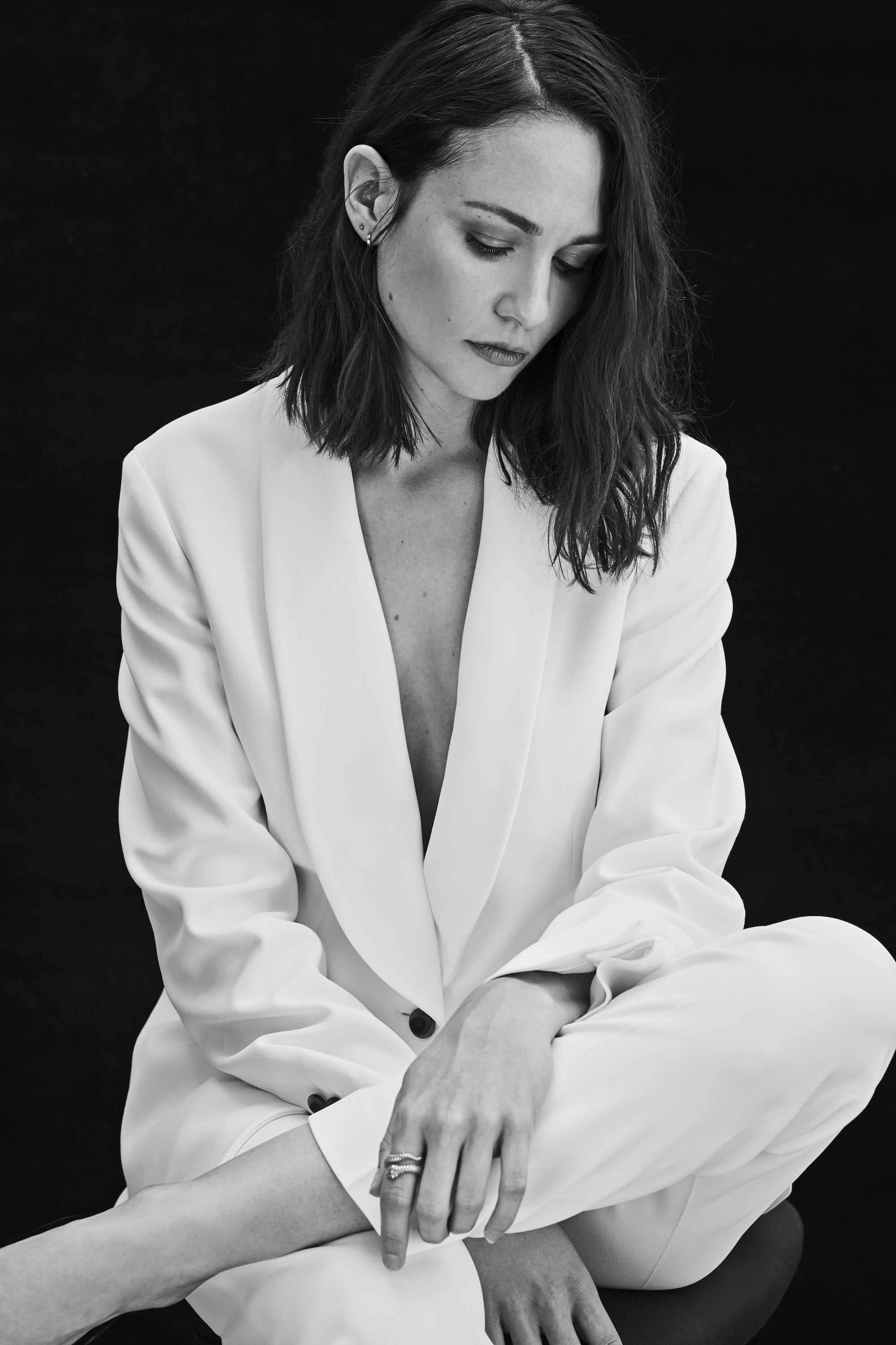 Interview with Mank star Tuppence Middleton on David Fincher white suit side