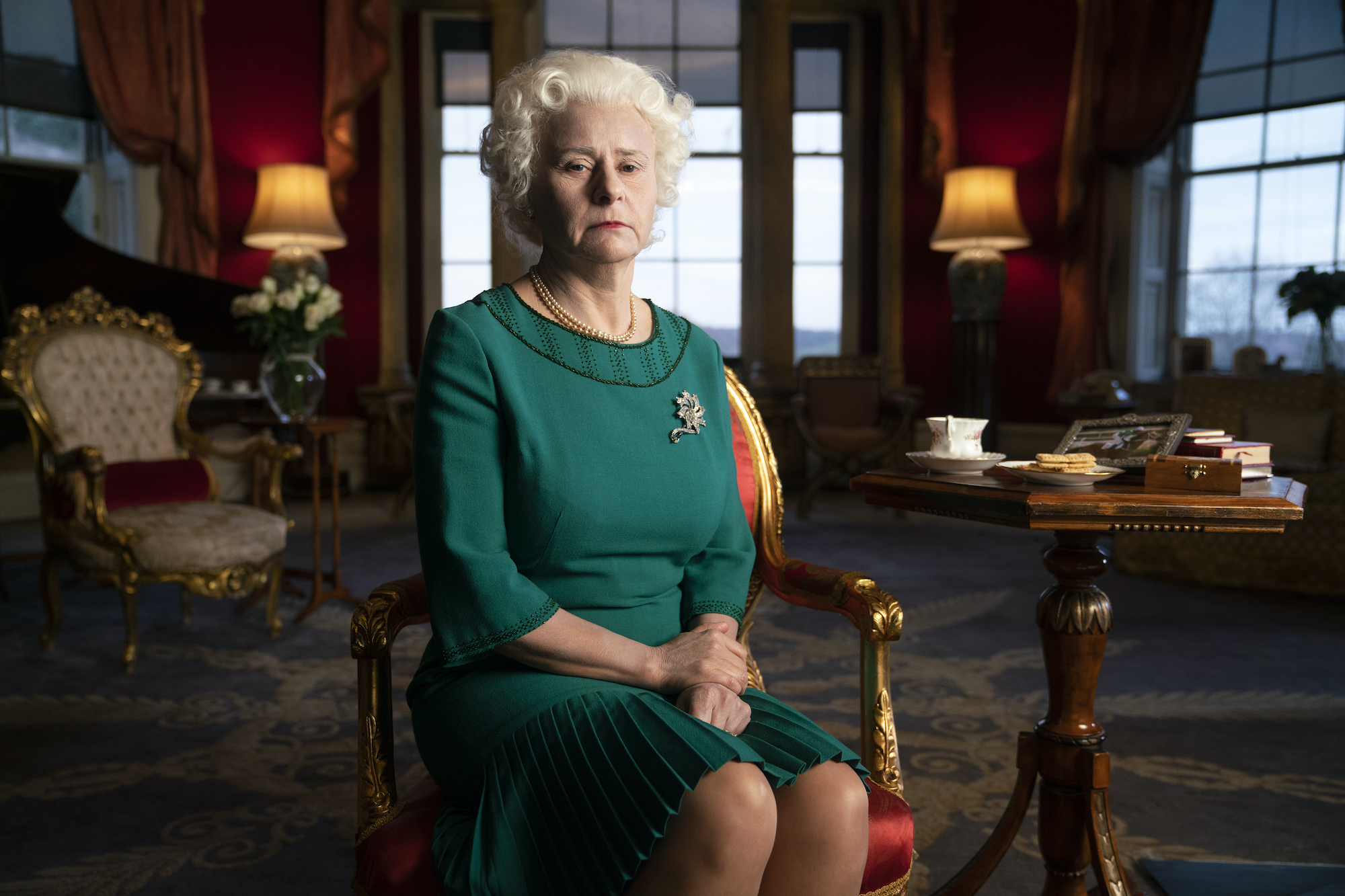 TRACEY ULLMAN as QUEEN ELIZABETH II in DEATH TO 2020