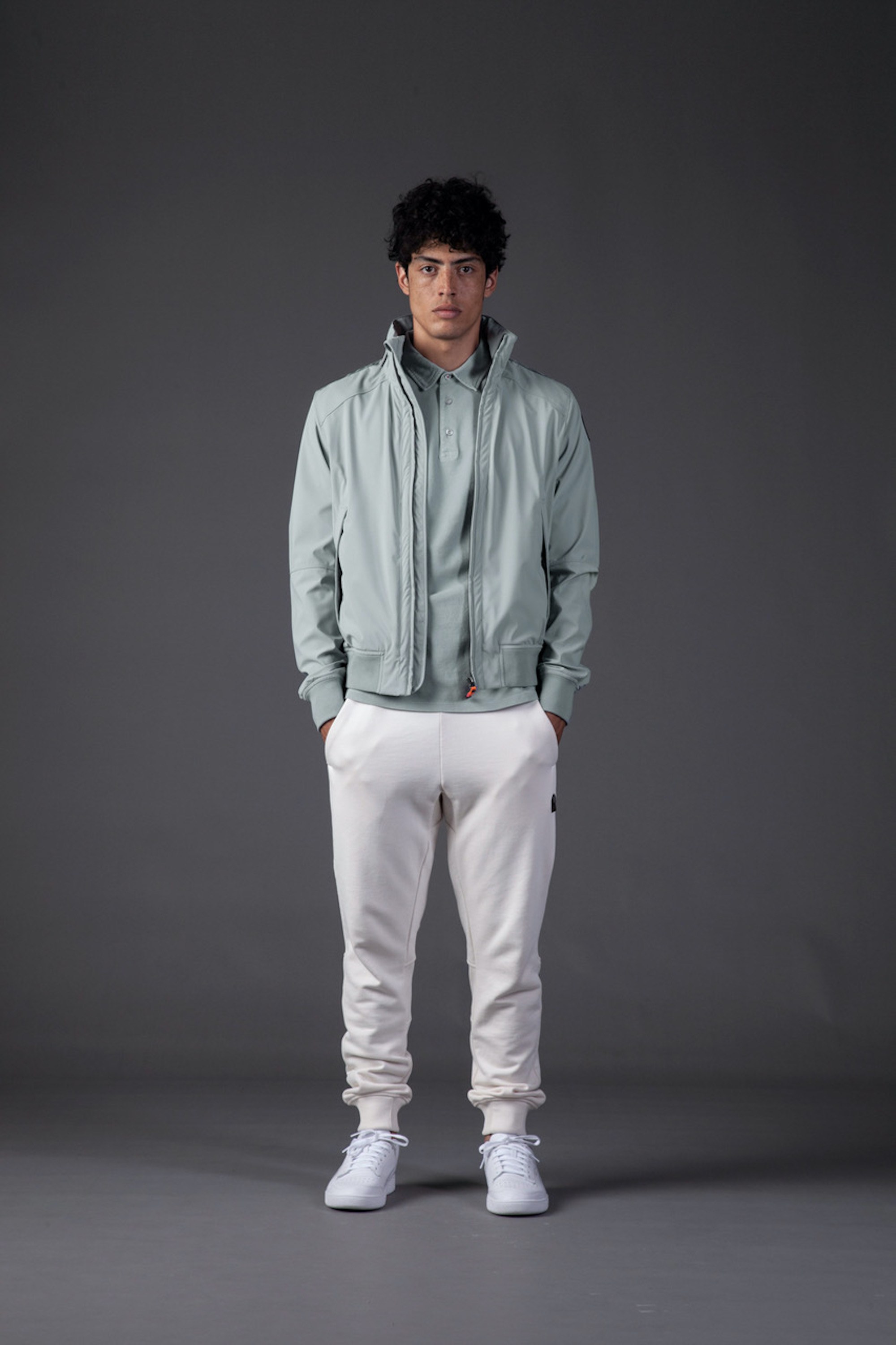 Parajumper SS21 blue jacket and white trousers